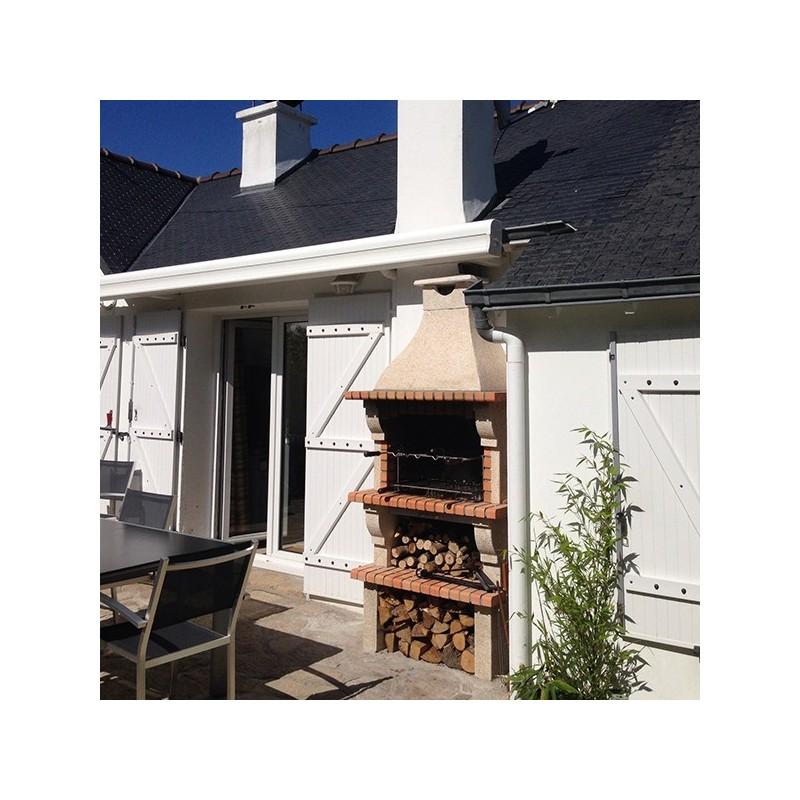 Barbecue en brique rouge avec foyer acier et grilles rotatives for Foyer exterieur en brique