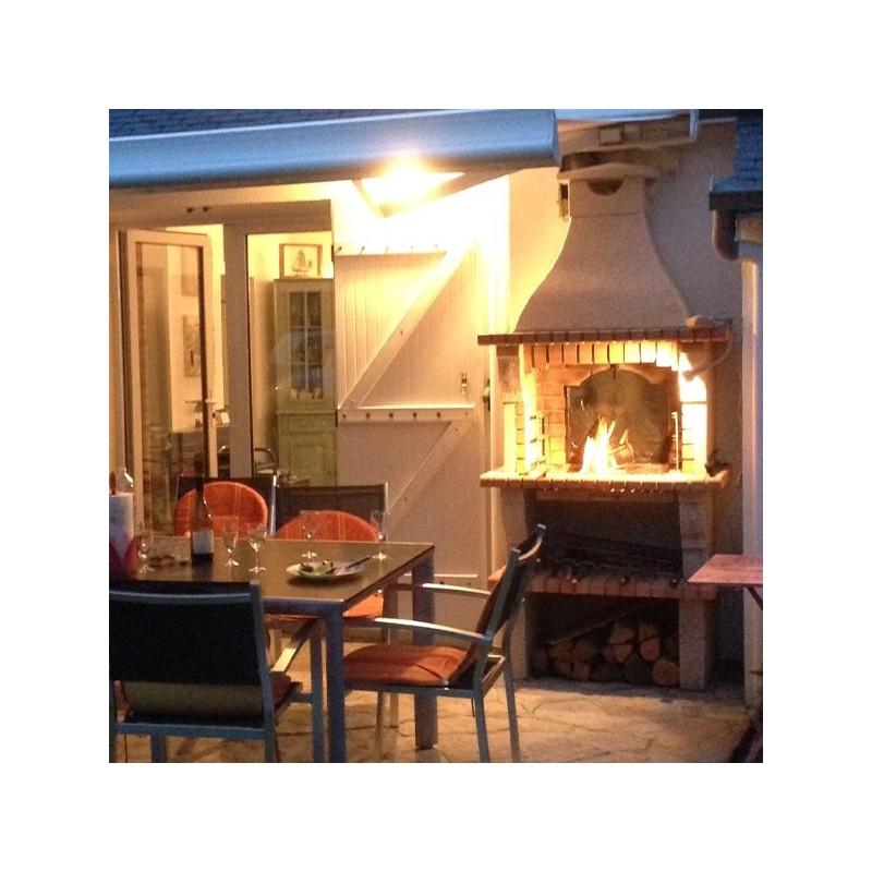 Barbecue en brique rouge avec foyer acier et grilles rotatives - Foyer pour barbecue en pierre ...